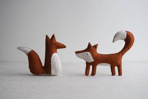 Alphonsus & Freya Fox sewing pattern – DIY embroidery sewing pattern for woodland animals softies playset at Makerist