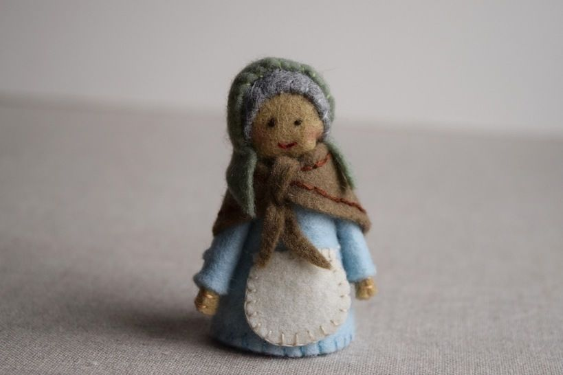 Grandma Finger Puppet Sewing Pattern - DIY Mini plushie pattern for felt Grandma from Red Riding Hood Soft Toy at Makerist - Image 1