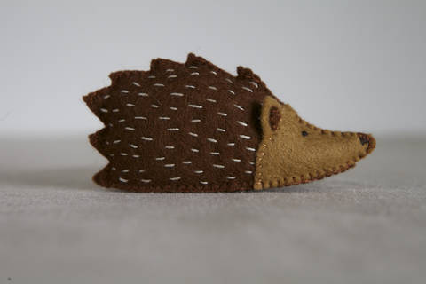 Hazel Hedgehog Sewing Pattern – DIY embroidery sewing pattern for hedgehog softie – Hedgehog soft toy tutorial at Makerist