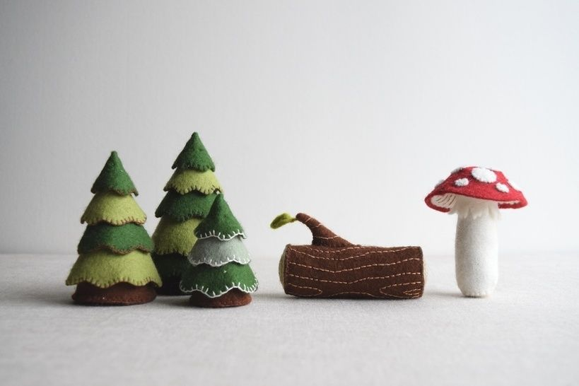 Woodland playset sewing pattern – DIY embroidery sewing pattern for toadstool, log and trees softies – woodland theme soft toy tutorial at Makerist - Image 1