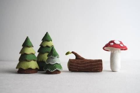Woodland playset sewing pattern – DIY embroidery sewing pattern for toadstool, log and trees softies – woodland theme soft toy tutorial at Makerist