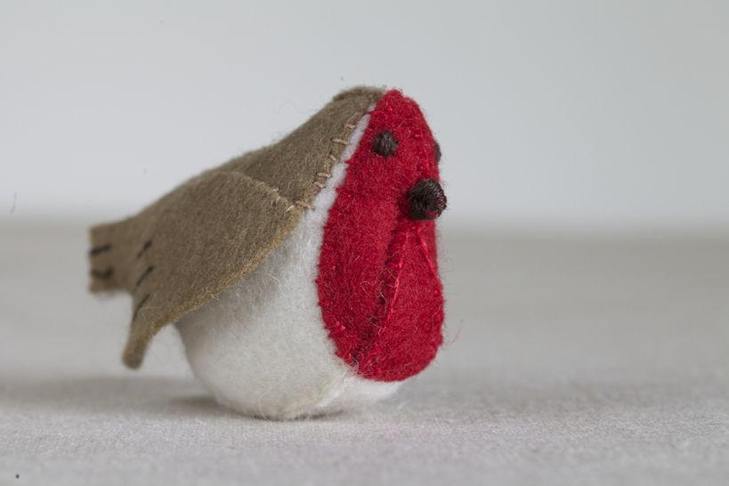 Regan the Robin Sewing Pattern – DIY embroidery sewing pattern for bird softie – Robin soft toy tutorial at Makerist - Image 1