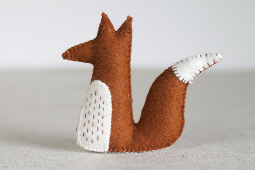 Alphonsus Fox Sewing Pattern – DIY embroidery sewing pattern for sitting fox softie – Fox soft toy tutorial at Makerist - Image 1
