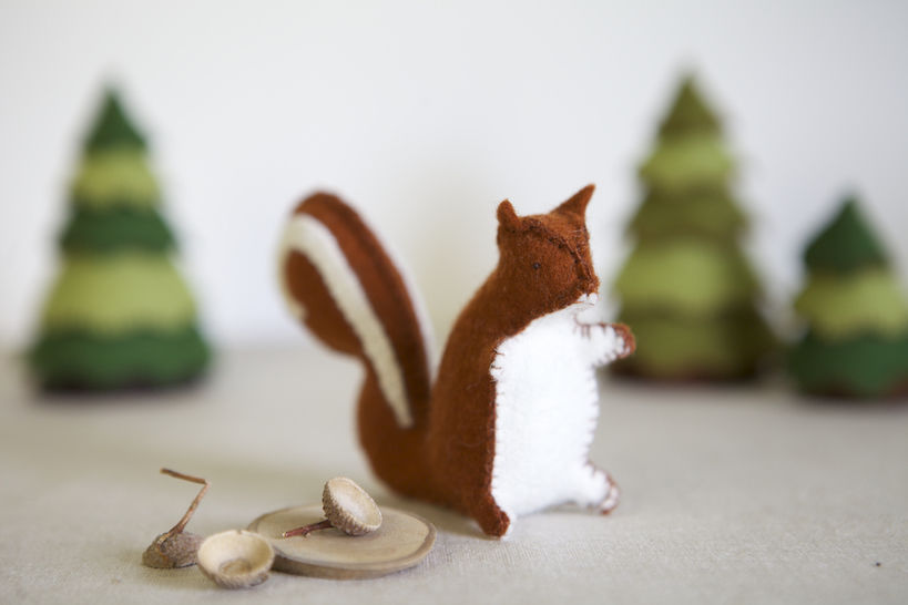 Sylvester Squirrel Sewing Pattern – DIY embroidery sewing pattern for squirrel softie – Squirrel soft toy tutorial at Makerist - Image 1