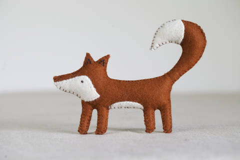 Freya Fox Sewing Pattern – DIY embroidery sewing pattern for fox softie – Fox soft toy tutorial at Makerist