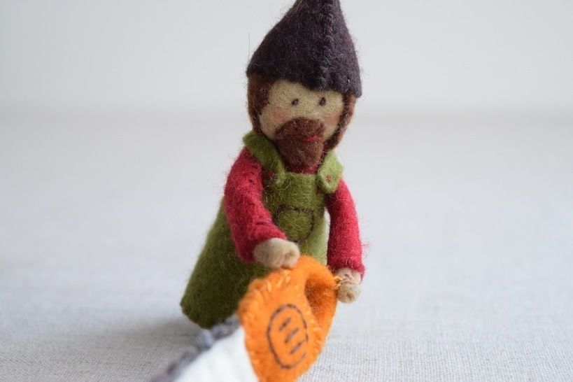 Woodsman Finger Puppet Sewing Pattern - DIY Mini plushie pattern for felt woodsman or woodswoman soft toy from Red Riding Hood at Makerist - Image 1