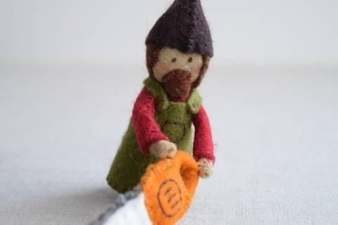 Woodsman Finger Puppet Sewing Pattern - DIY Mini plushie pattern for felt woodsman or woodswoman soft toy from Red Riding Hood at Makerist