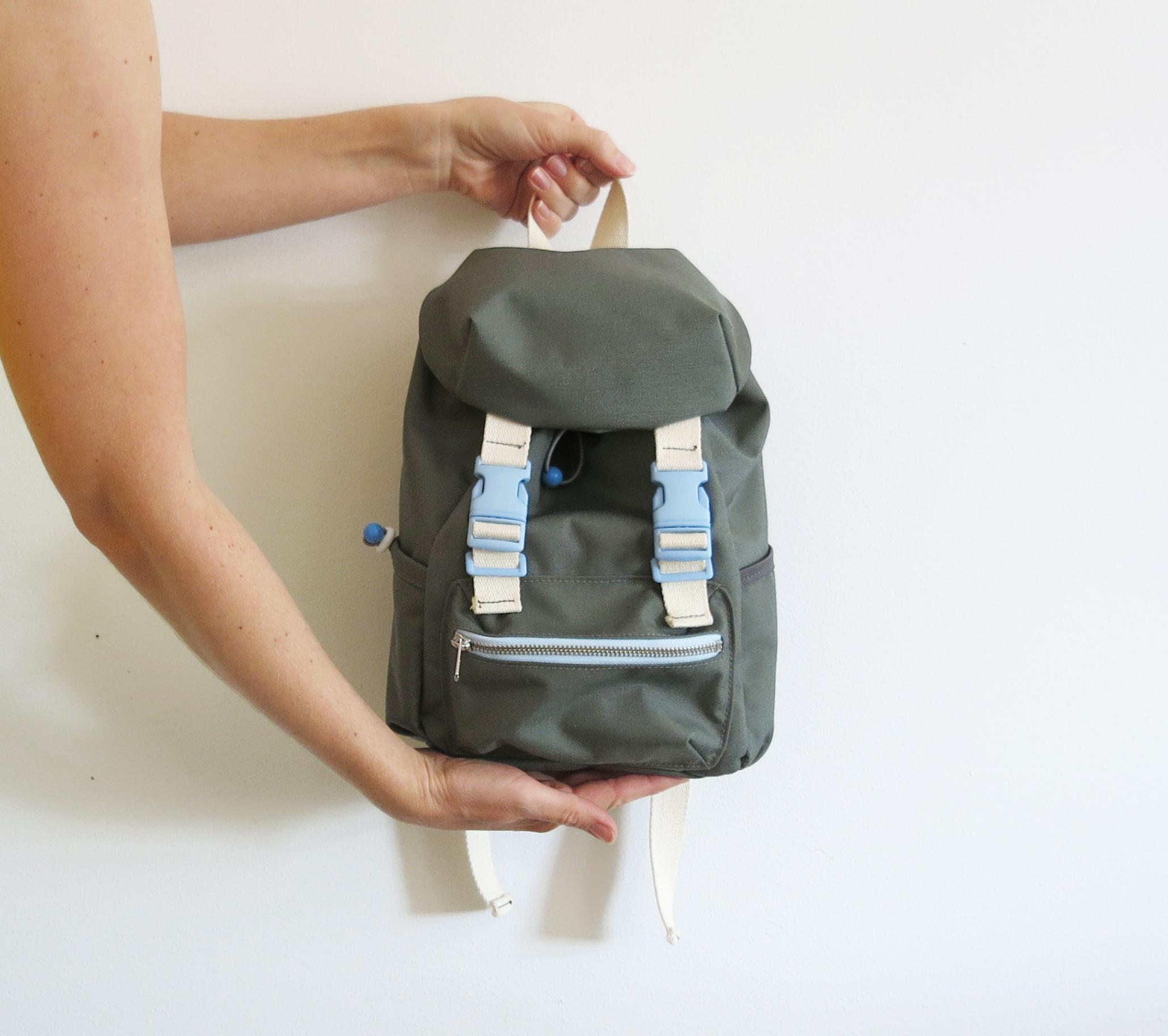 Kinderrucksack No. 2 mit Steckschnallen, Kordelzug und verstellbaren Trägern