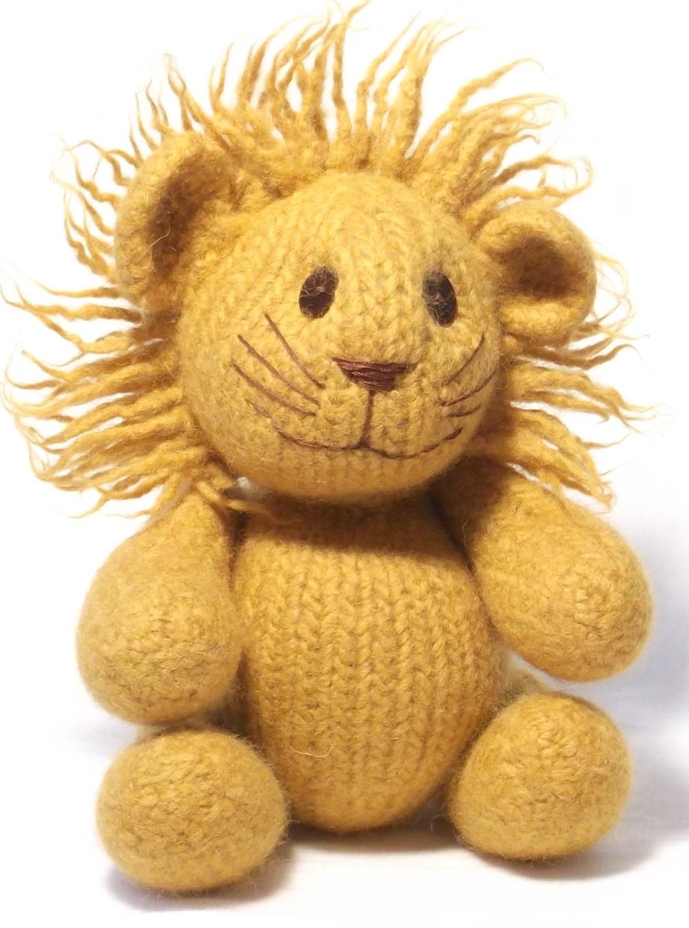 Felt Lion knitting pattern