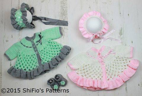 CP313 Honeycomb Baby Matinee Jacket, Hat & Shoes Baby Crochet Pattern #313 at Makerist