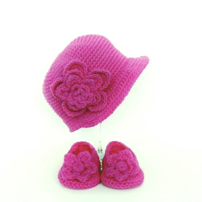 Girl's Baby Hat and Slippers Crochet