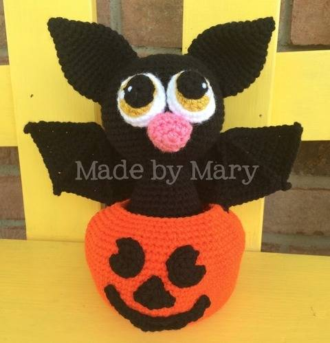 Bat in Pumpkin Amigurumi at Makerist