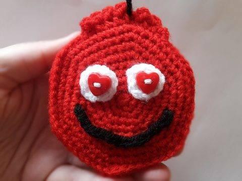 """Smiley – Medaille """"Dankbarkeit & Liebe"""" – Häkelanleitung bei Makerist"""