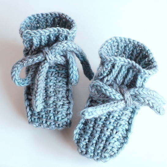Little Booties - knitting pattern at Makerist - Image 1