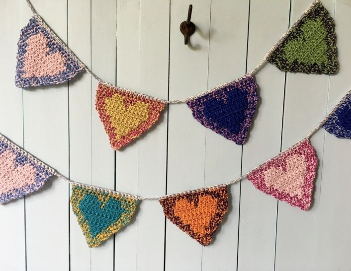 Crochet Heart Banner Pattern -- Heart Garland (Floating Hearts Banner) at Makerist - Image 1