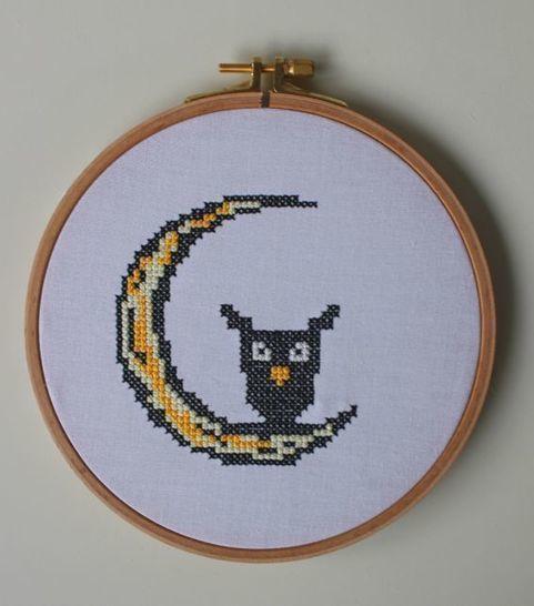 Stickdatei im Kreuzstich: Halloween - Eule auf Mond bei Makerist - Bild 1