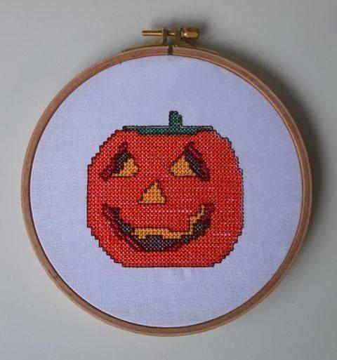 Stickdatei im Kreuzstich: Halloween - Kürbis
