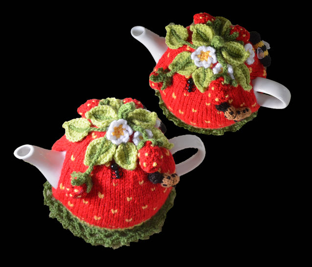 Strawberry Field Tea Cosy at Makerist - Image 1