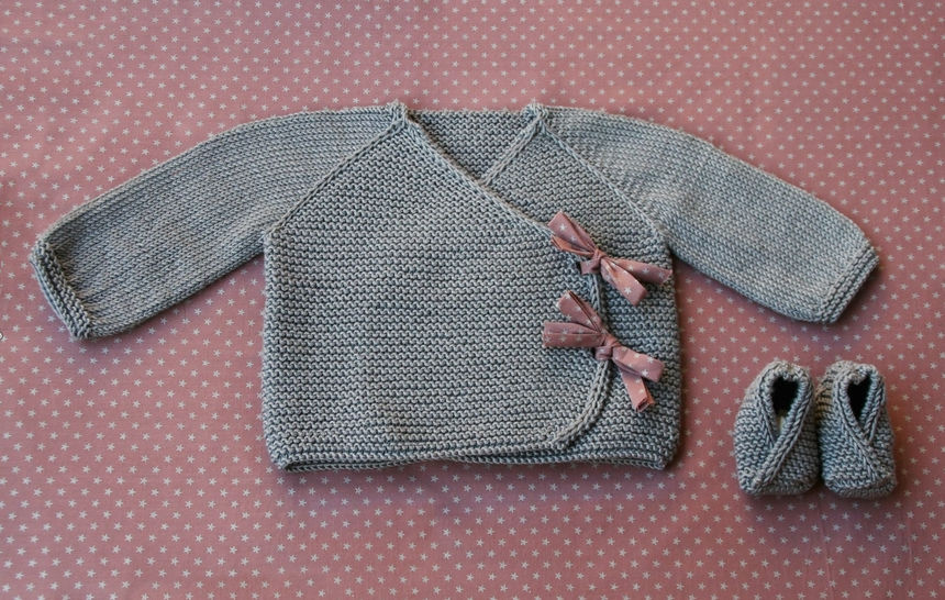 Lil Kimonos - Baby wrap and booties knitting pattern at Makerist - Image 1