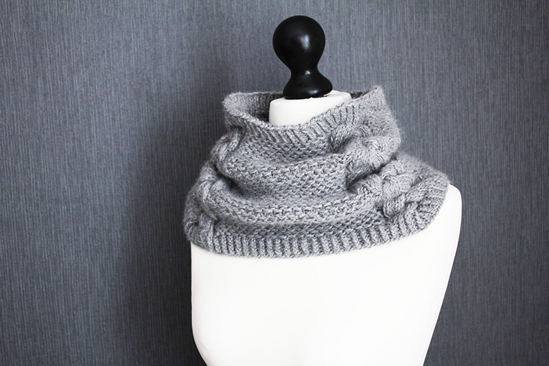Back to Scowl - Woman cowl knitting pattern