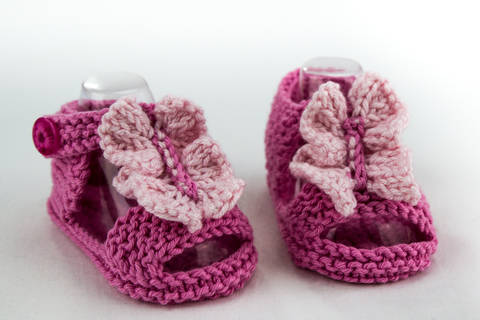 Baby Girl  Ruffle Front Sandal , Knitting Pattern (en) bei Makerist
