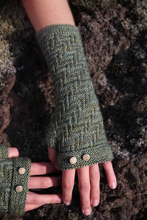 Skogar Mittens - Knitting  (en)