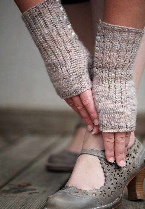Pride and Prejudice Mittens - Knitting (en)