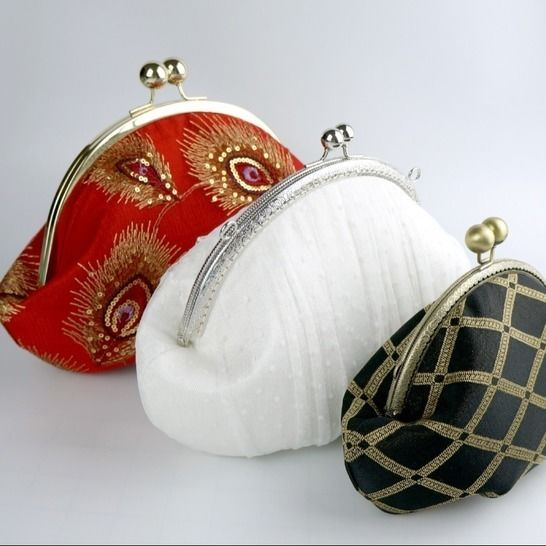 Curvaceous Clutch- round framed clutch purse sewing pattern at Makerist - Image 1