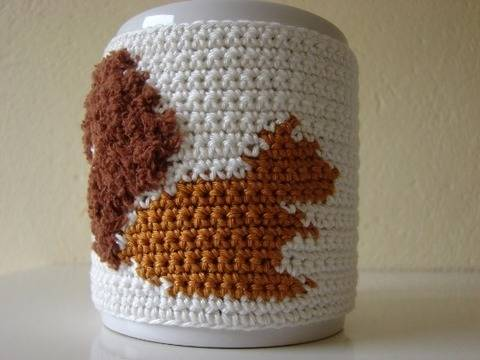 mug cosy squirrel - crochet pattern - coffee sleeve chipmunk at Makerist