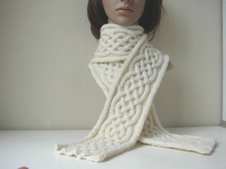 Scarf with Celtic cables - knitting pattern at Makerist - Image 1