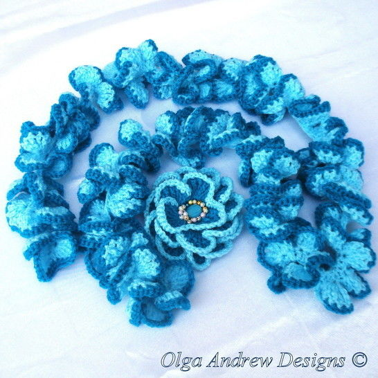 Ruffle scarf and brooch Camomile crochet pattern 029 at Makerist - Image 1