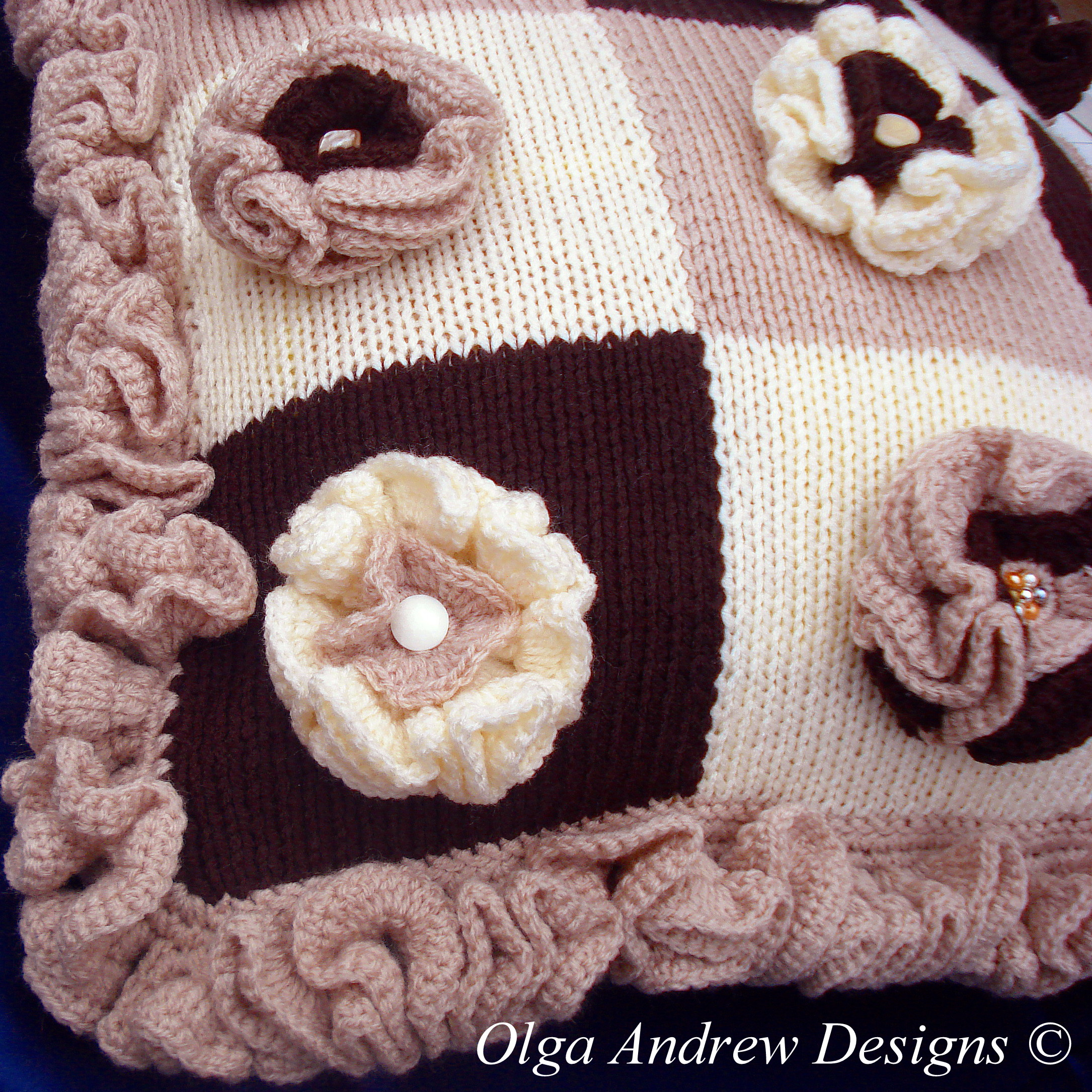 Patchwork cushion with flower appliques knit/crochet pattern 012