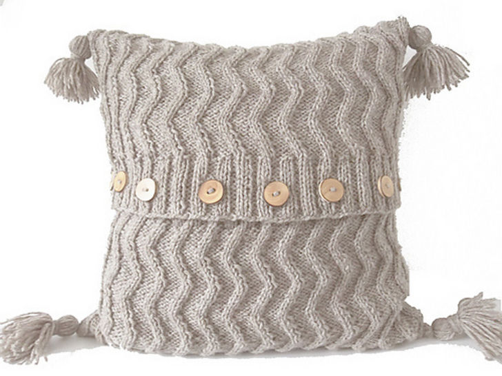 Aran Chevron Cable Cushion- Knitting Pattern at Makerist - Image 1