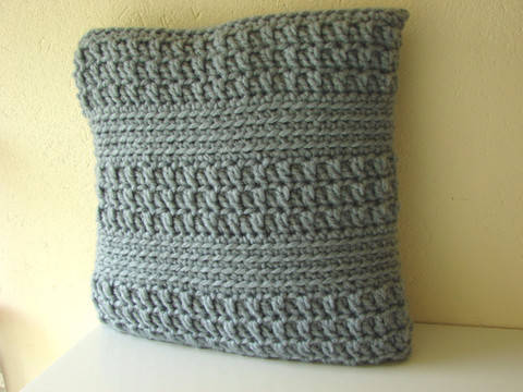 Chunky cushion cover - crochet pattern at Makerist