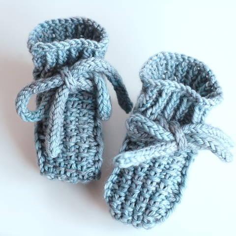 Little Booties - knitting pattern (en) bei Makerist