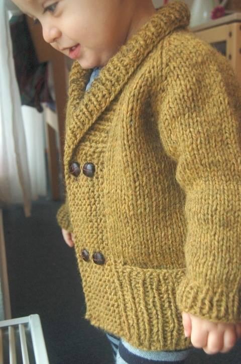 Storytime Scholar shawl collar chunky cardigan - knitting pattern (en) bei Makerist
