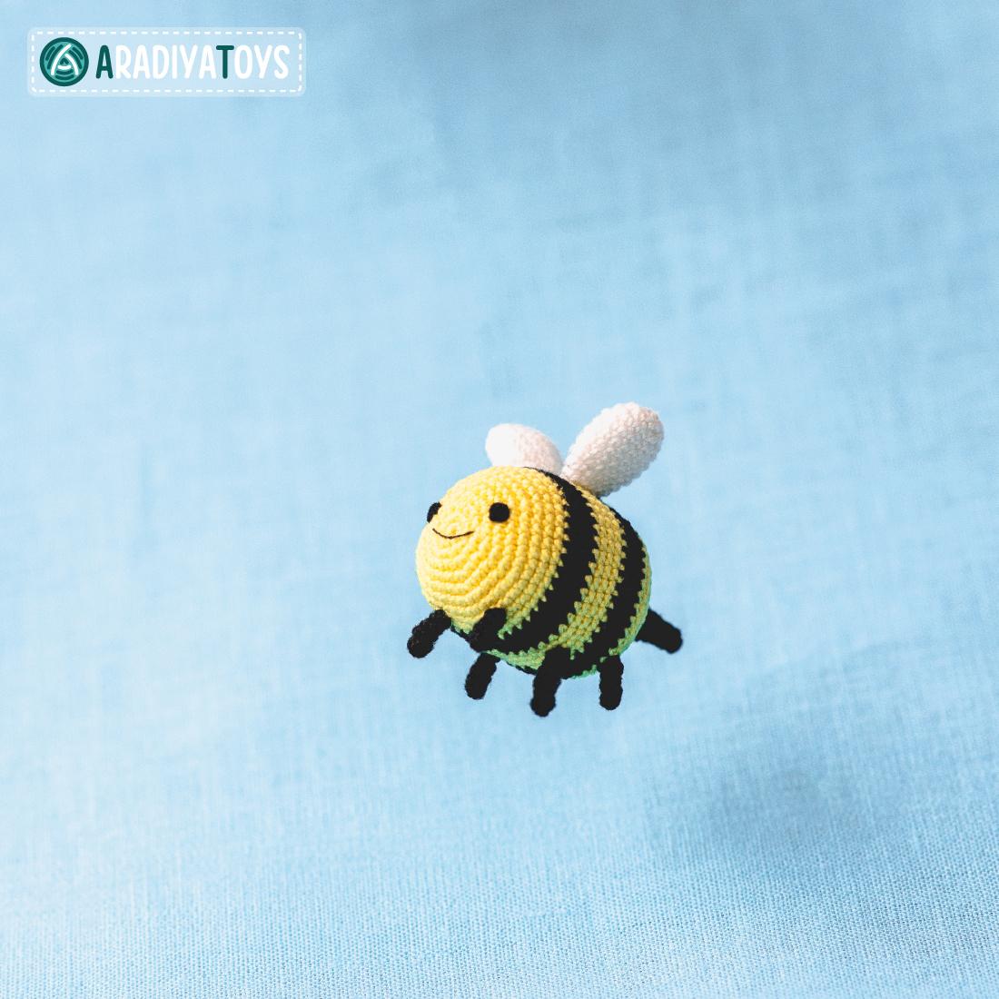 Crochet Pattern of Bee Breezy by AradiyaToys