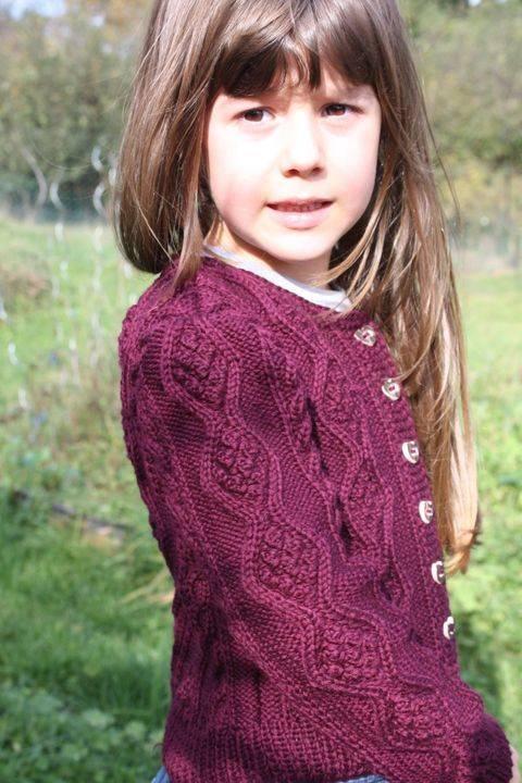 Sophia - kurze Zopf-Strickjacke für Mädchen von 4-14 Jahren, Größe 116, 122, 128, 134, 140