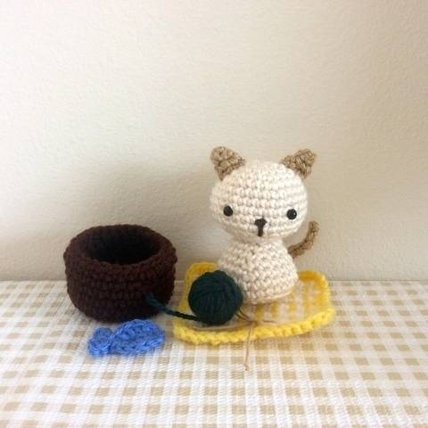 Chibi Kitty Cat Kokeshi Amigurumi Doll (with Rug, Yarn Ball, Fish, Basket Bed)