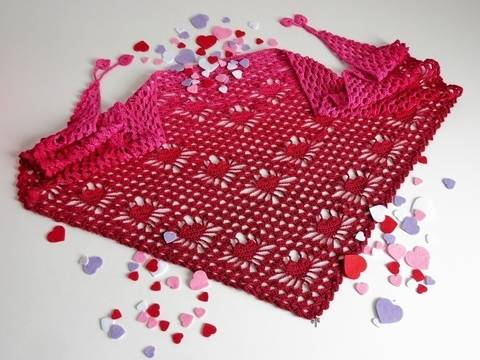 Crochet pattern triangular shawl Be My Valentine at Makerist