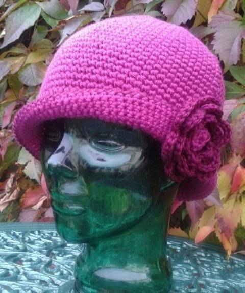 Ladies Cloche with Rose crochet pattern at Makerist