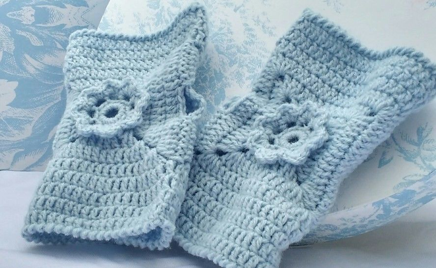 Pretty Flower Fingerless Crochet Glove Pattern at Makerist - Image 1