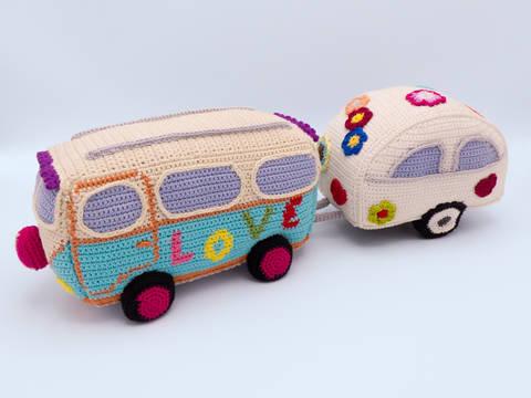 Häkelanleitung: Hippie Bus mit Wohnwagen bei Makerist