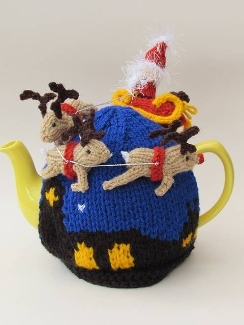 Santa's sleigh ride tea cosy at Makerist