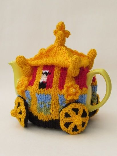 Queen's Golden State Coach Tea Cosy at Makerist - Image 1