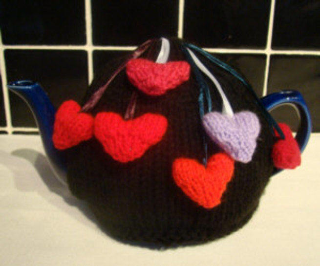 Love hearts tea cosy knitting pattern at Makerist - Image 1
