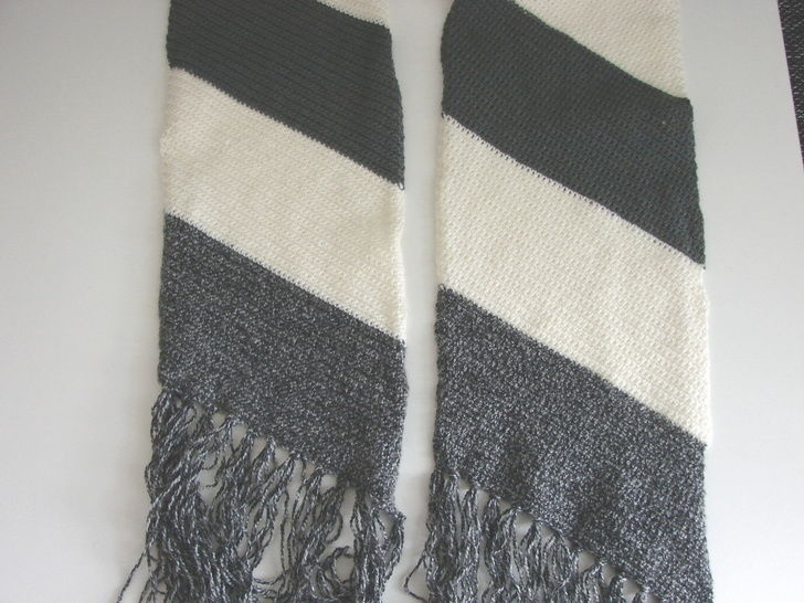 Striped slanted scarf - crochet pattern at Makerist - Image 1