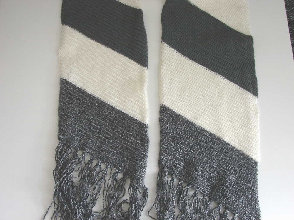 Striped slanted scarf - crochet pattern