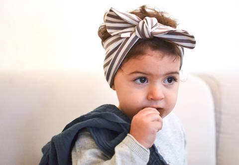 Geknotetes Baby- und Kinderhaarband