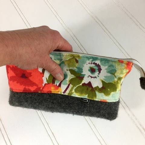 Essential Oil, Cosmetic Clutch - PDF Sewing Pattern